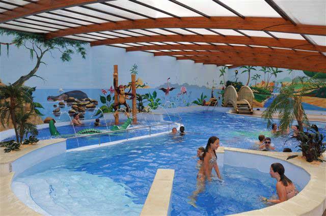 piscine couverte et chauffée du camping en Vendée