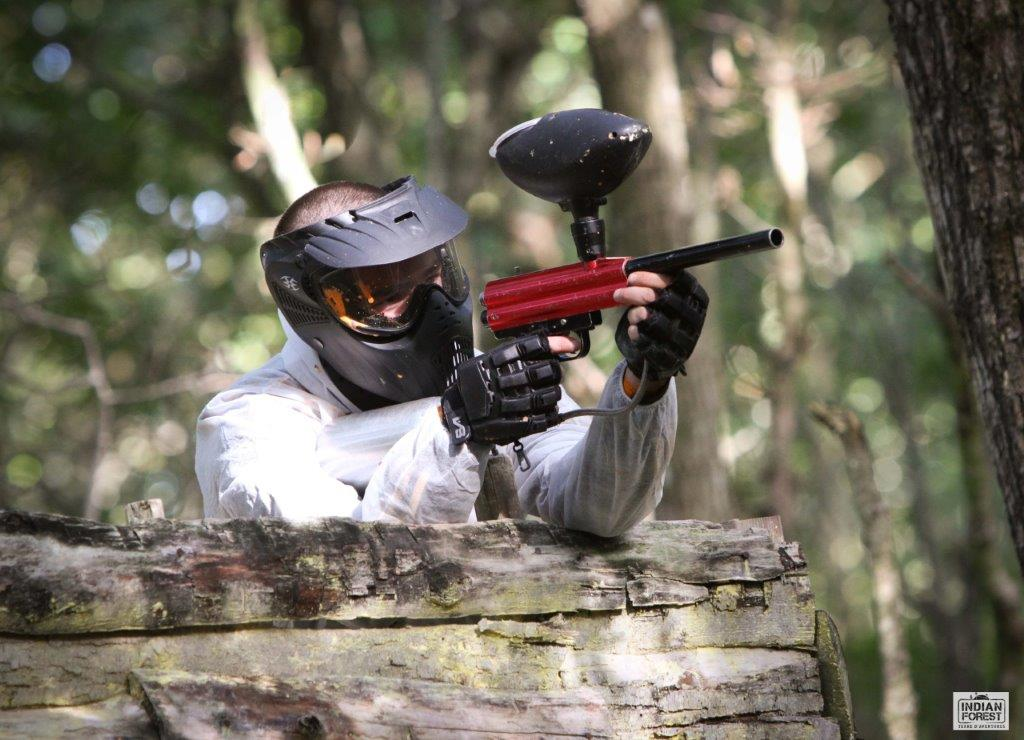 Indian forest proche camping paint ball