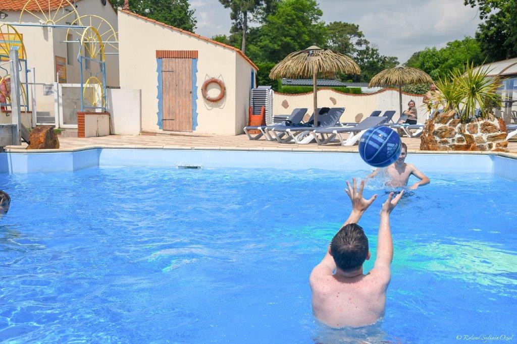jeux dans la piscine