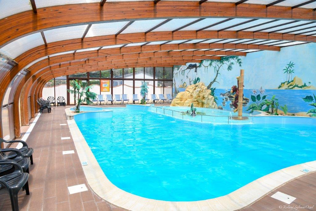 Camping familial bord de mer avec piscine couverte vend e - Camping roscoff avec piscine couverte ...